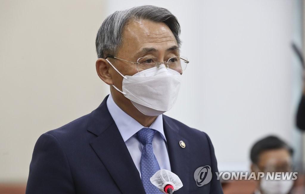 10月13日上午,在国会,牟钟和向国会国防委报告工作。 韩联社