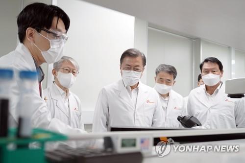 文在寅:期待韩产新冠治剂疫苗早日问世
