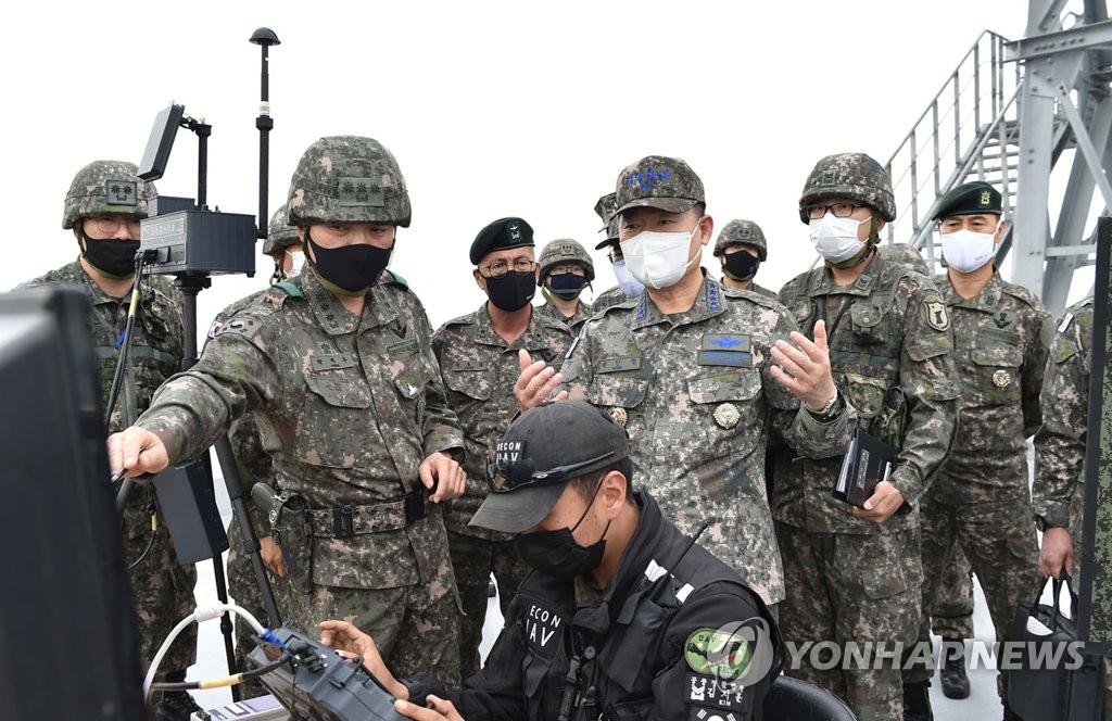 韩联参议长视察海军陆军部队勉励官兵
