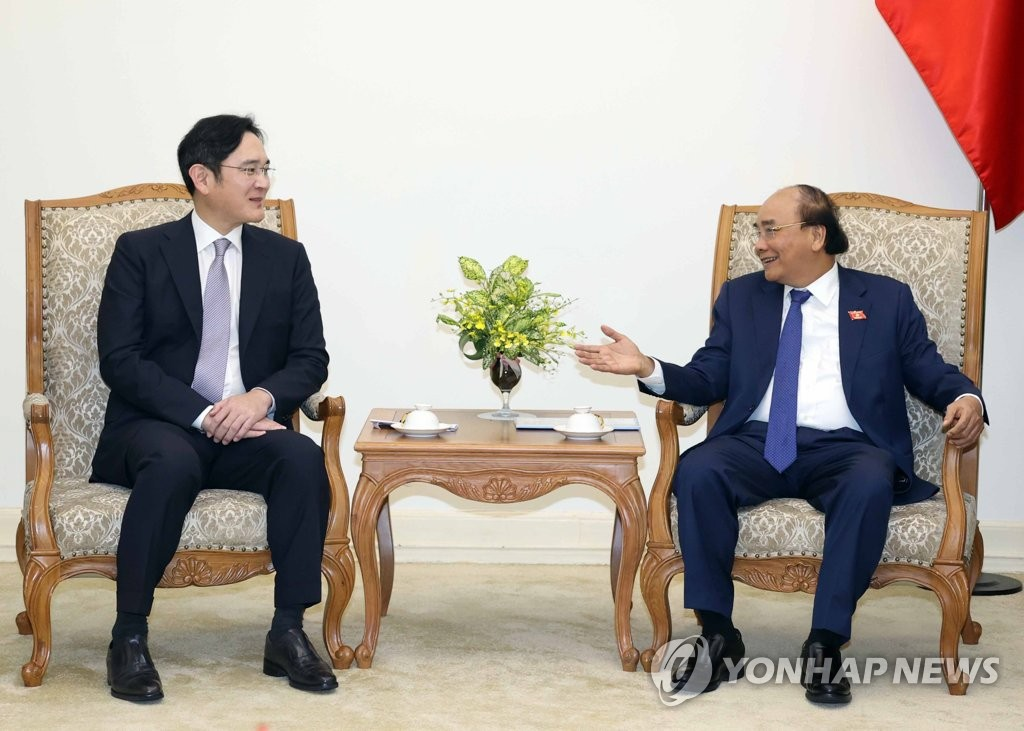 三星电子副会长李在镕拜会越南总理阮春福
