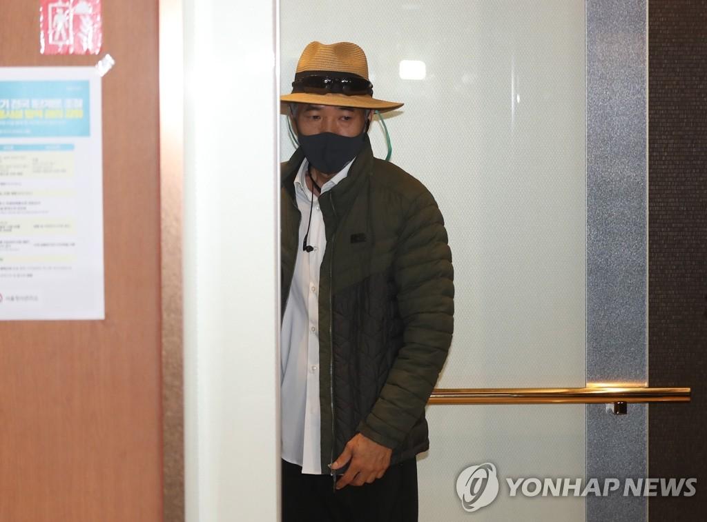 韩外长会见在朝遇害公民家属