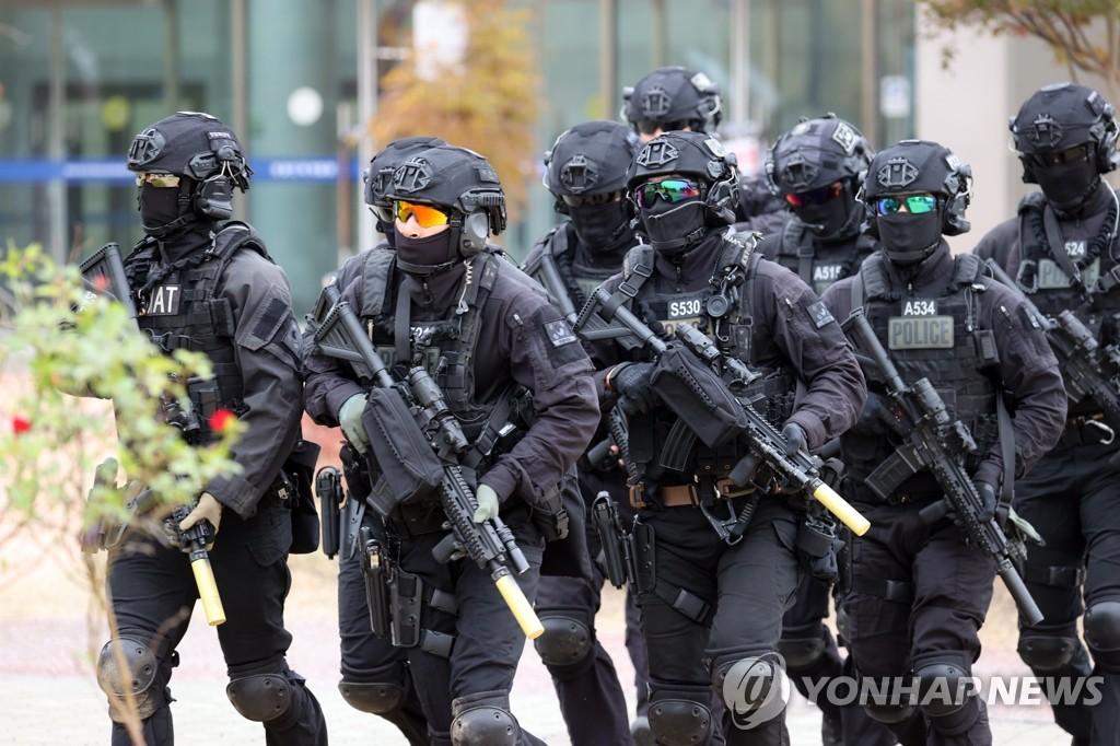 警察特种部队反恐演习