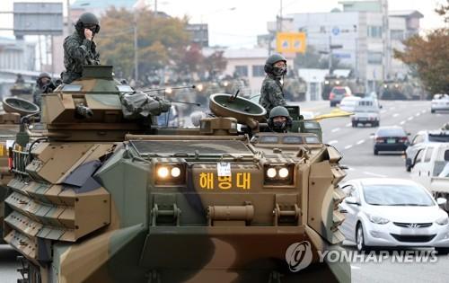 韩海军陆战队装甲车路试