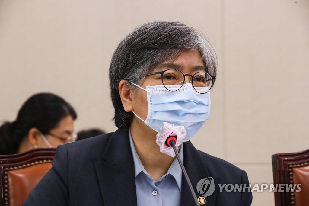 10月22日,疾病管理厅厅长郑银敬出席国会保健福祉委员会综合监查。 韩联社