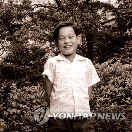 李健熙儿时旧照