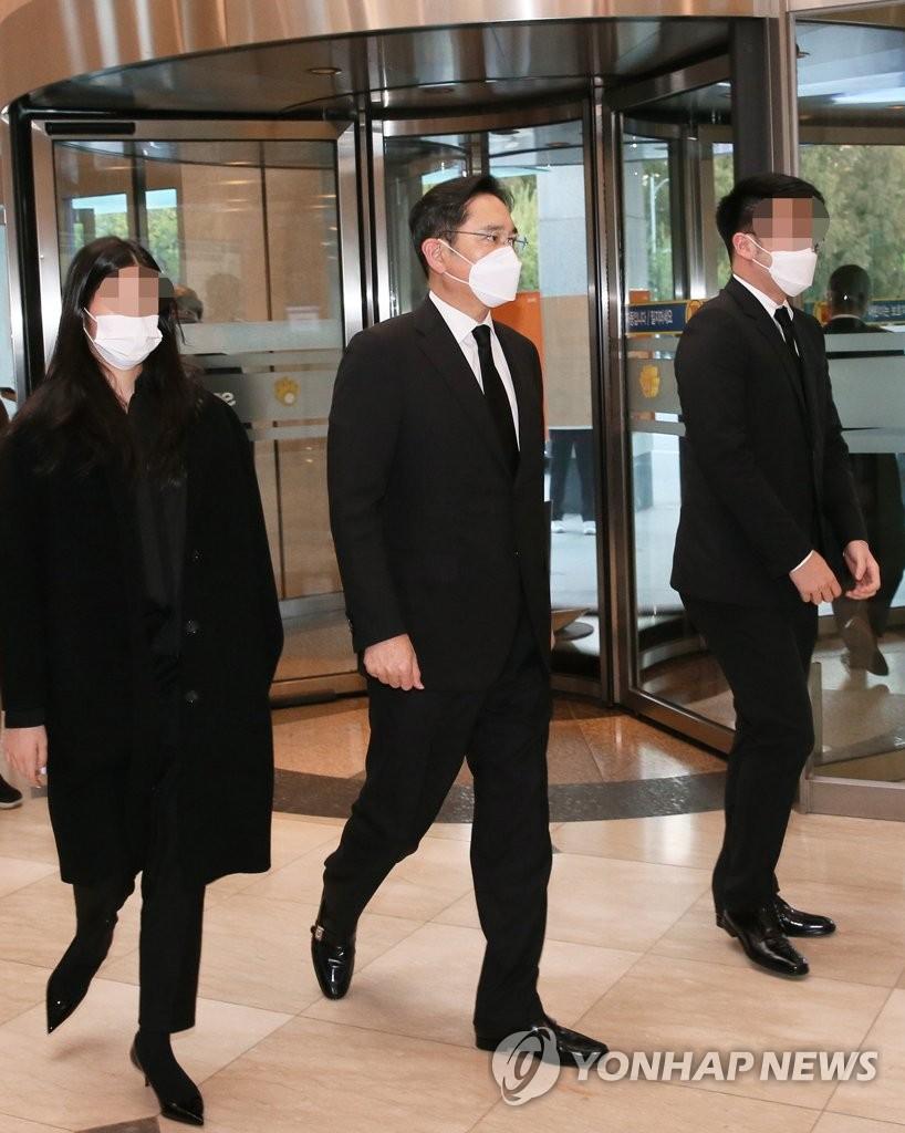 韩财政界人士吊唁已故三星会长李健熙