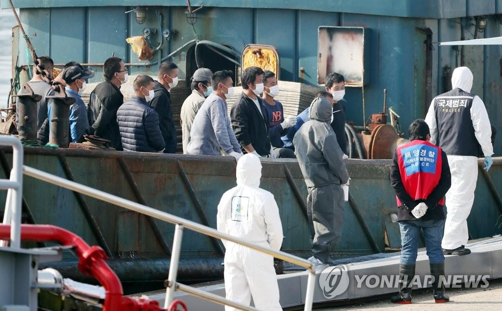 资料图片:非法捕捞中国渔船被扣押 韩联社
