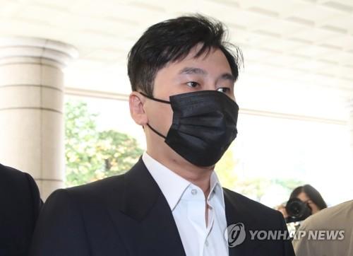 梁铉锡出庭受审