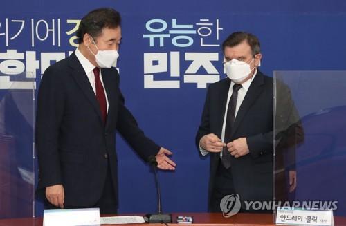 韩执政党党首会见俄驻韩大使