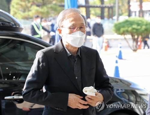 韩前总统李明博服刑前就医