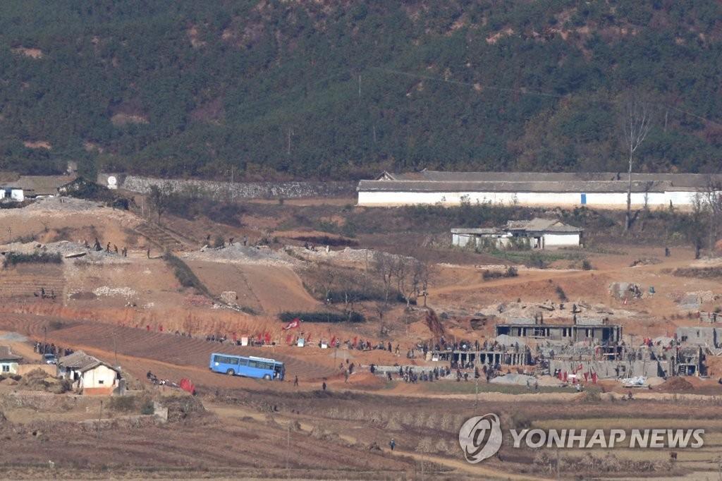朝鲜村落忙建设