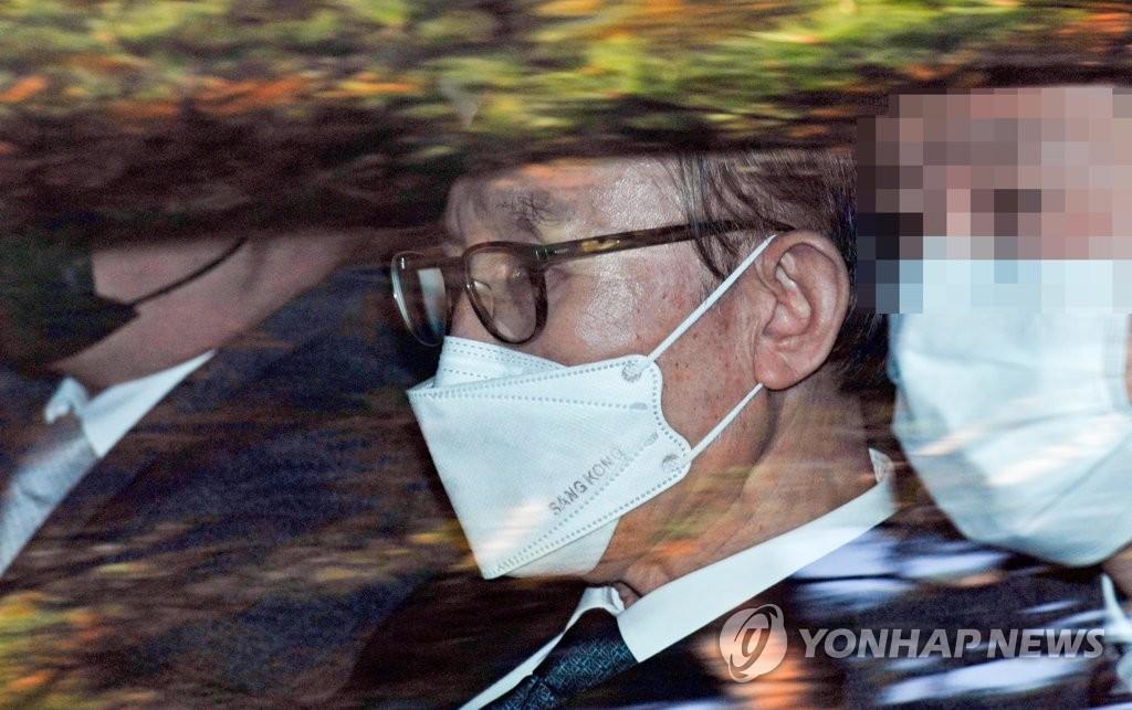 韩前总统李明博今起正式服刑
