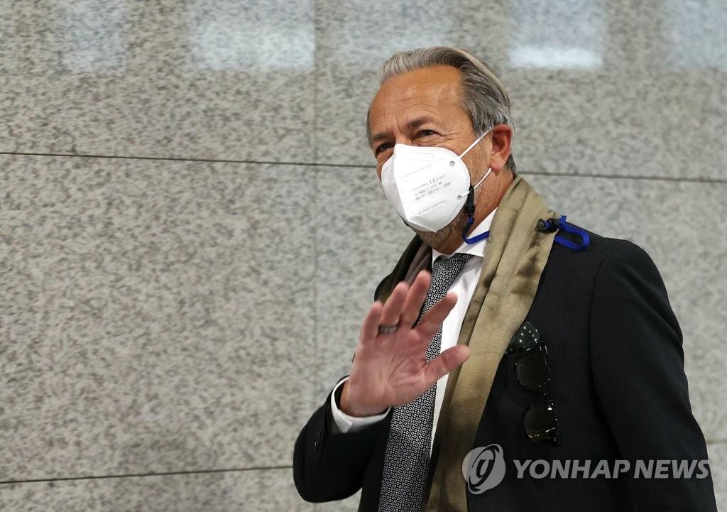 11月3日,在韩国外交部大楼,国际原子能机构(IAEA)副总干事阿帕罗赴会。 韩联社