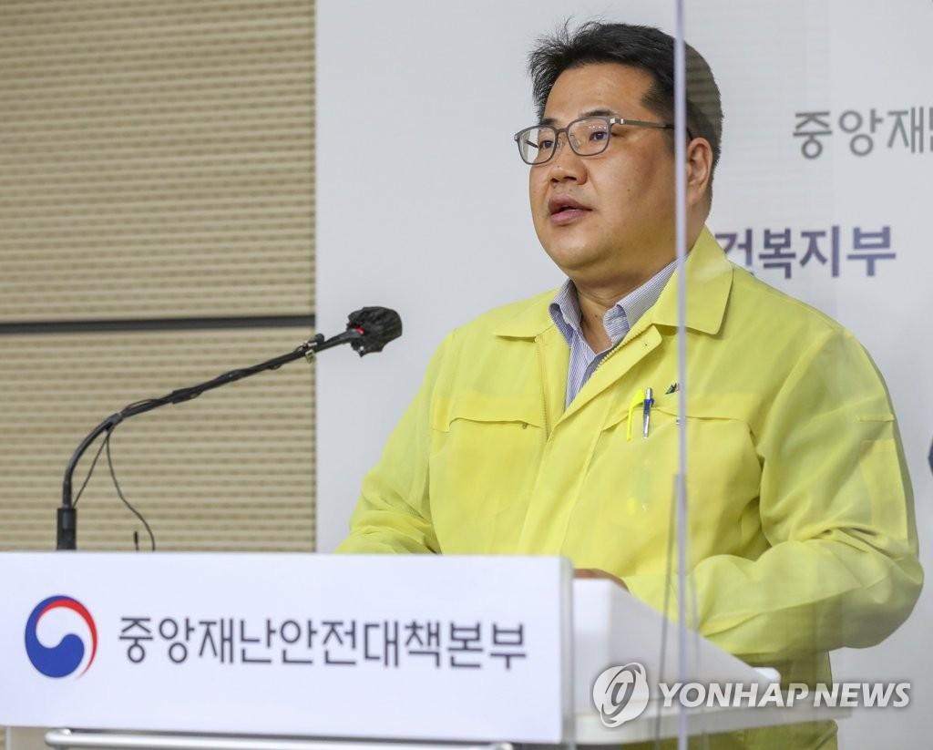 韩国近一周日均新增近百例 防疫或升级
