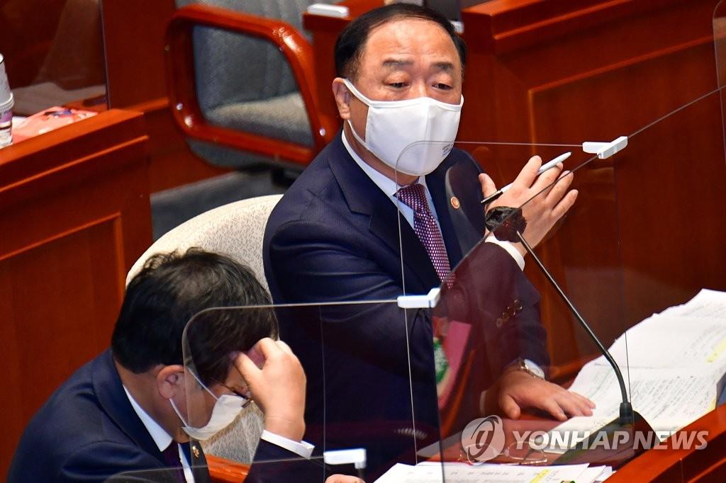 韩财长:考虑允许不降落航班旅客购买免税品