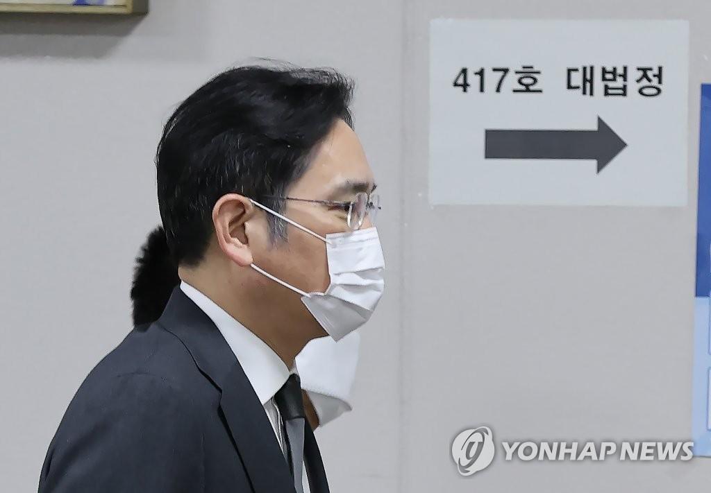 三星电子副会长李在镕出席行贿案重审