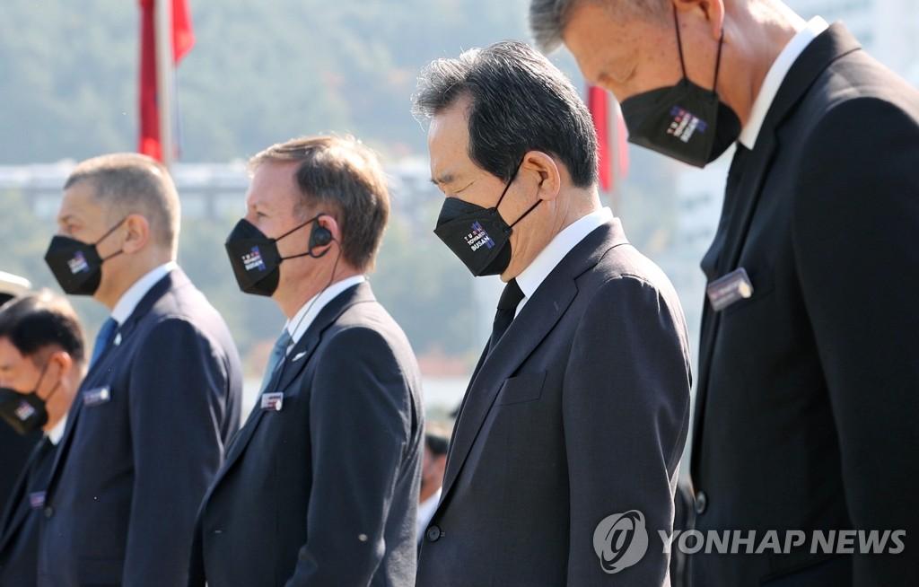 韩战联军22国致敬釜山为烈士默哀