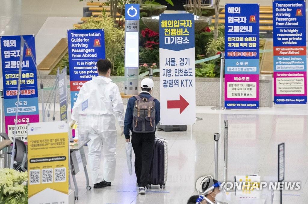 资料图片:上午的仁川机场冷冷清清。 韩联社