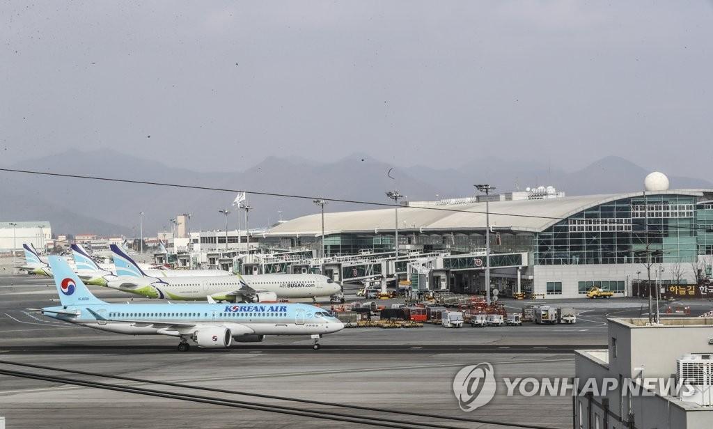资料图片:釜山金海机场 韩联社