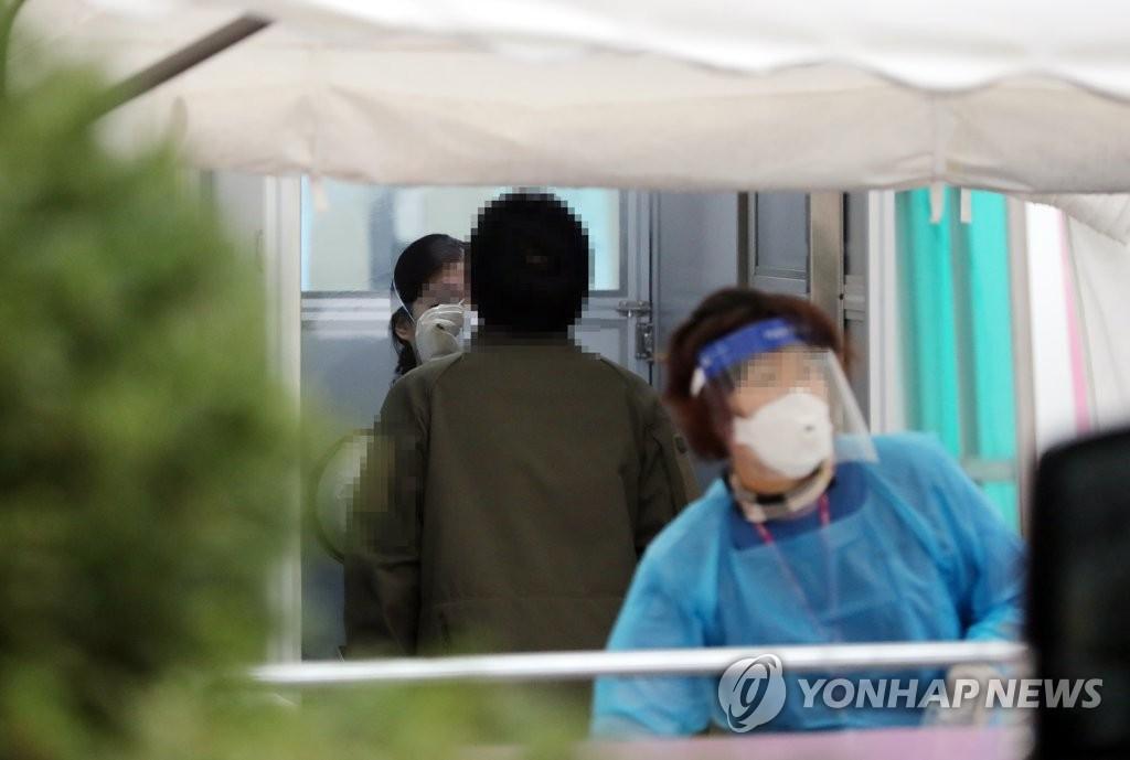韩国疫情增速加快现第三波流行迹象