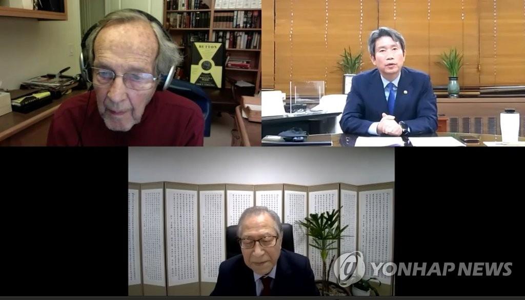 韩统一部长官李仁荣同美前防长佩里举行视频会见