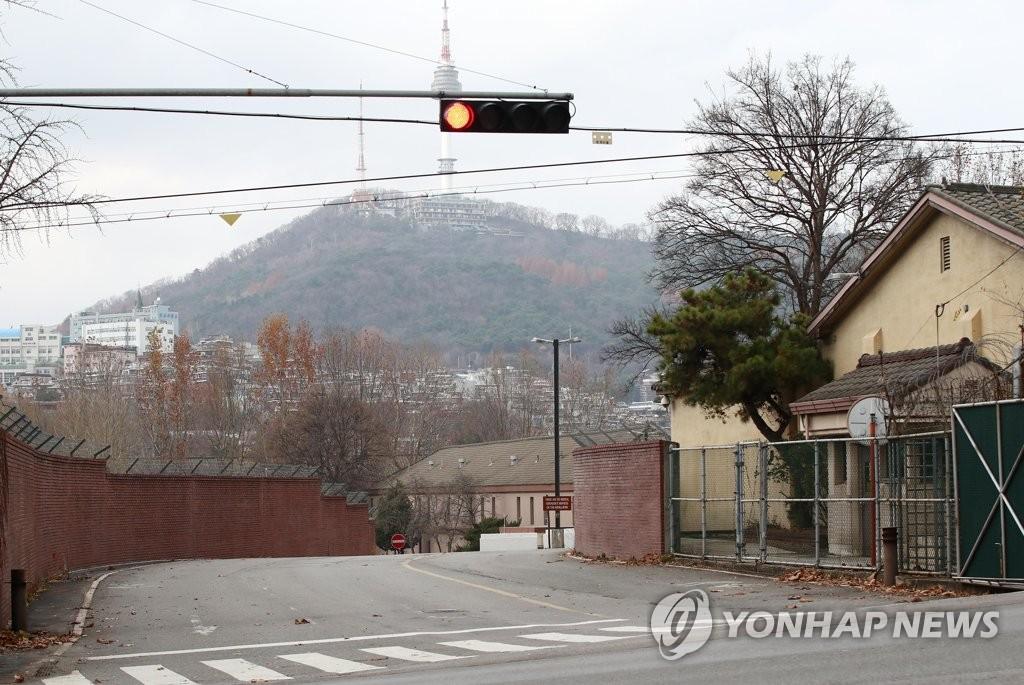 驻韩美军龙山和平泽基地发布居家避疫令