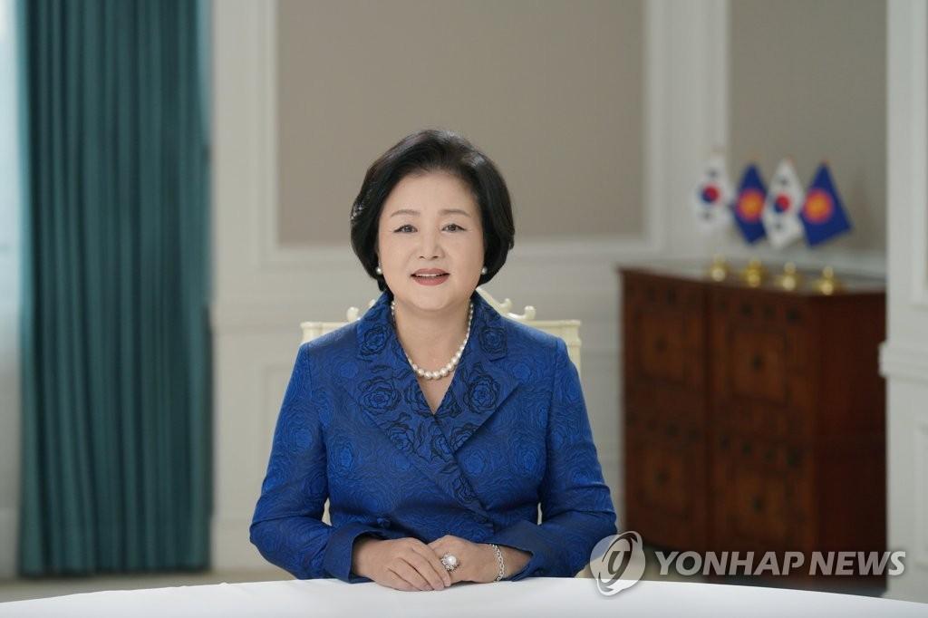 第一夫人寄语韩国东盟青少年