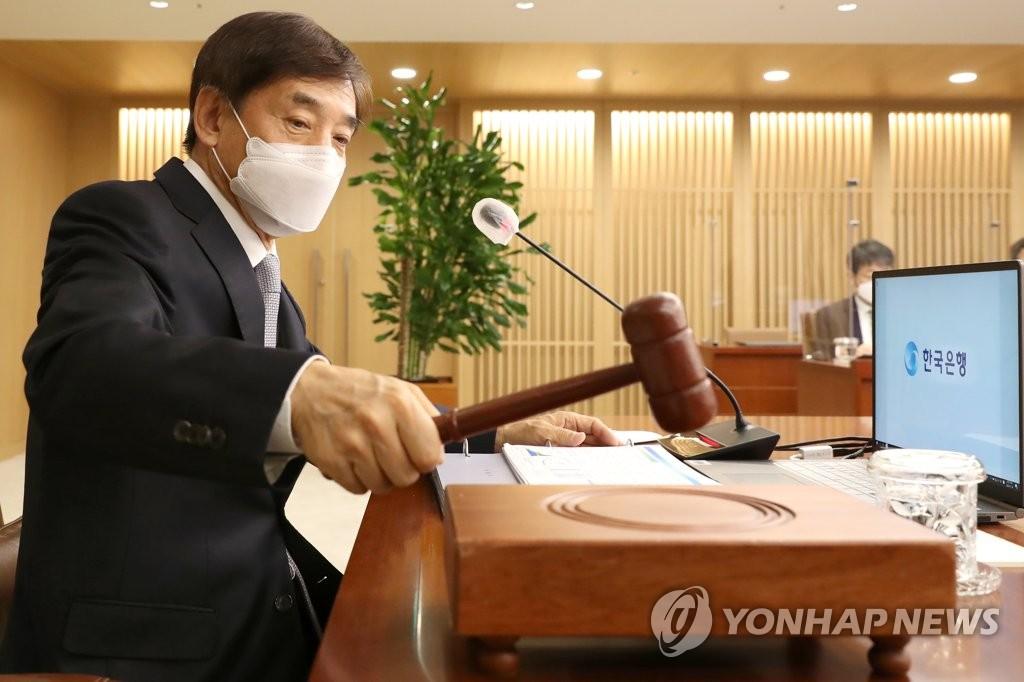 资料图片:韩国银行(央行)行长李柱烈 韩联社