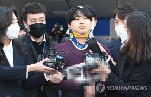 详讯:聊天室性剥削案主犯二审获刑42年