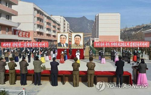 朝鲜灾民入住新居
