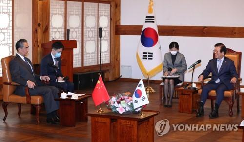 韩国会议长接见中国外长王毅