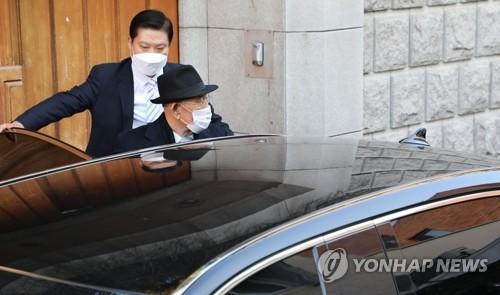 前总统全斗焕赴光州出庭