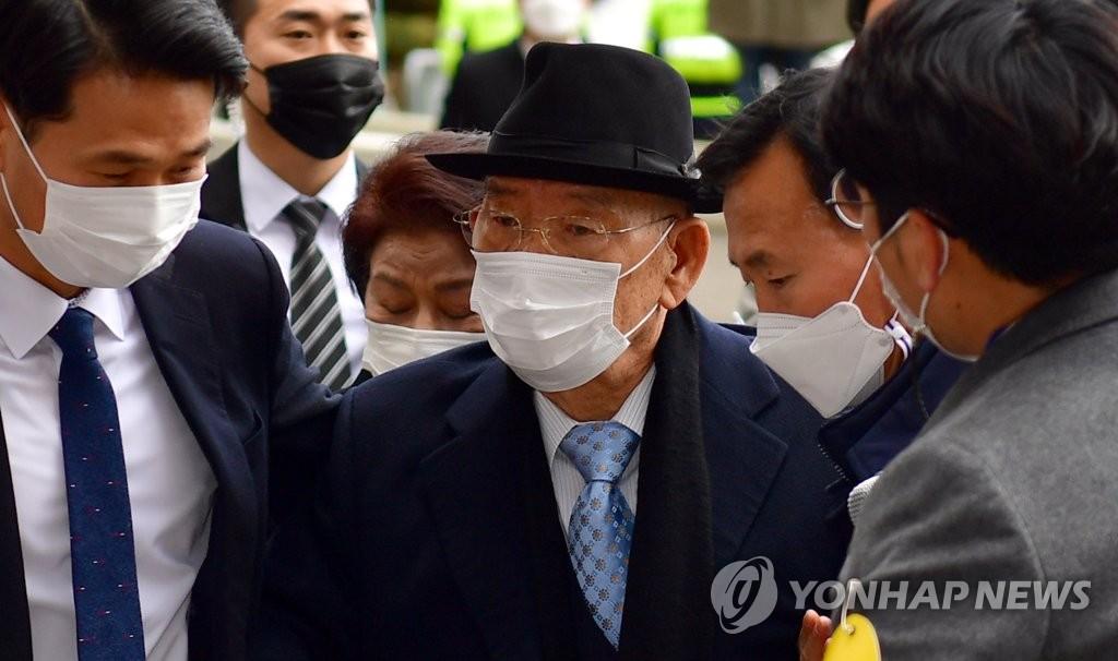 韩前总统全斗焕损害名誉案被判8个月缓刑2年