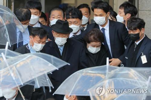 韩前总统全斗焕再缺席毁誉案二审庭审