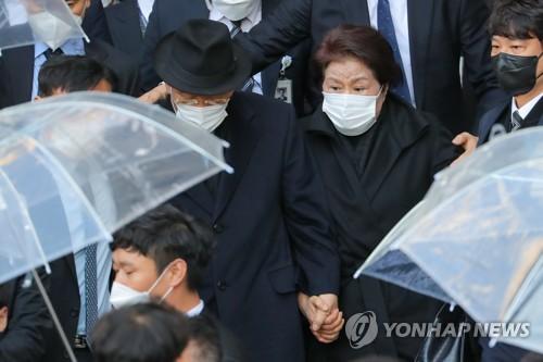 前总统全斗焕走出法庭