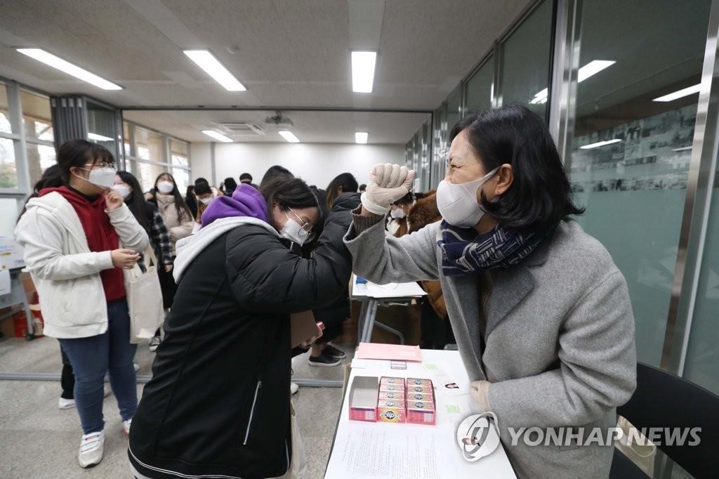 韩2021学年高考今开考 疫情下49万人应考