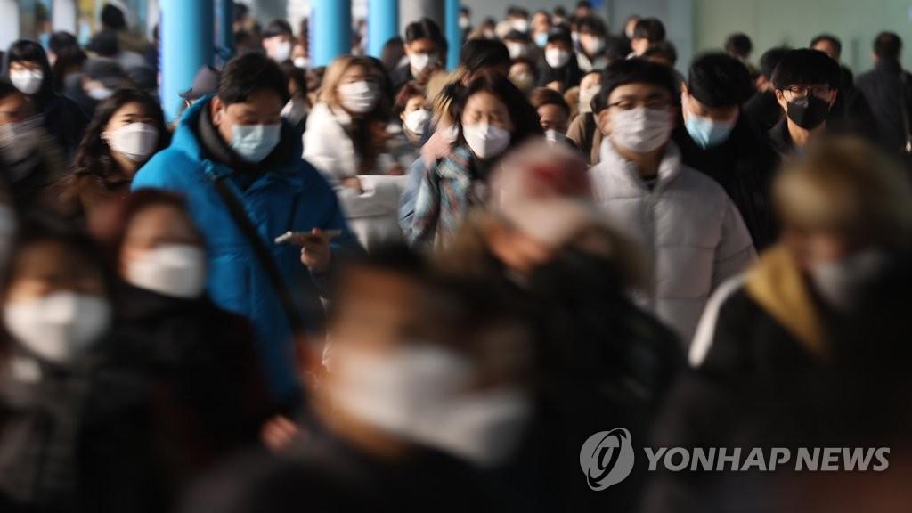 韩政府呼吁避免外出聚集度过空前新冠危机