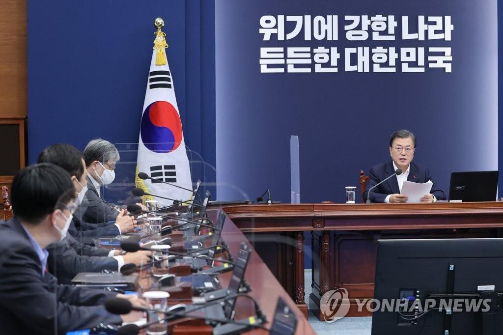 资料图片:文在寅(右) 韩联社