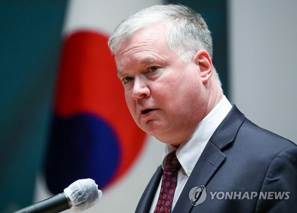 韩外长康京和设宴款待美副国务卿比根
