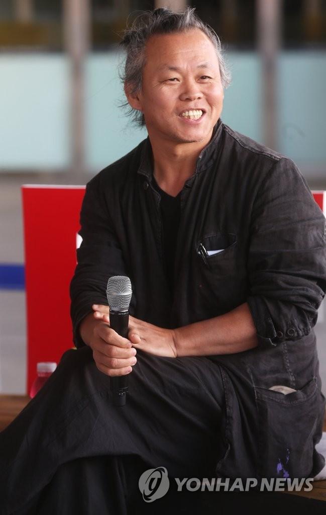 详讯:韩国导演金基德在拉脱维亚感染新冠去世