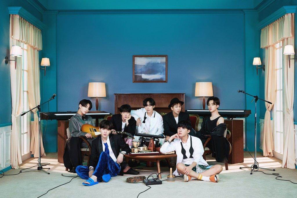 防弹12张专辑跻身Gaon年度专辑百强榜