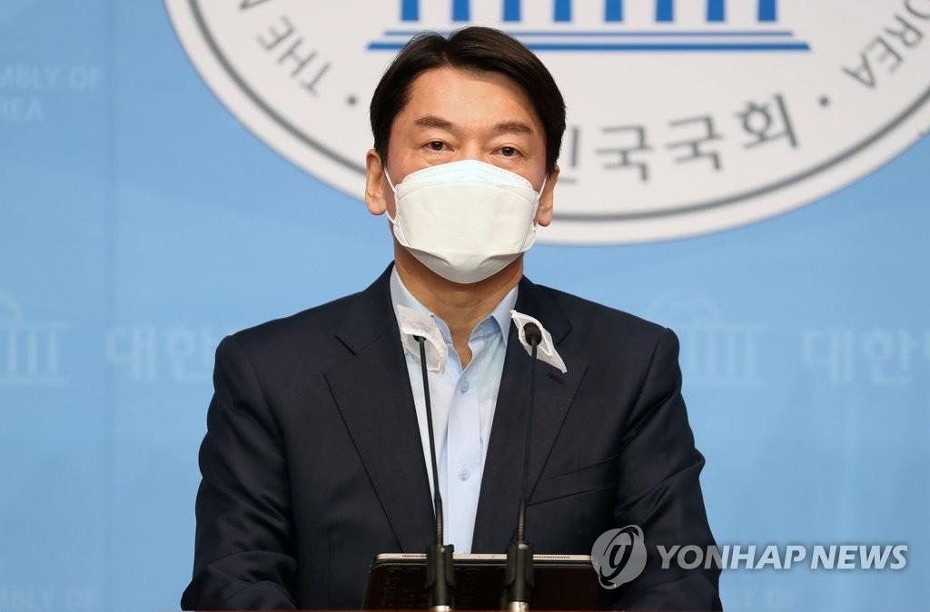 国民之党党首安哲秀宣布参加首尔市长补选