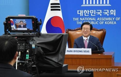 韩中议长在线会谈共商公平分配疫苗