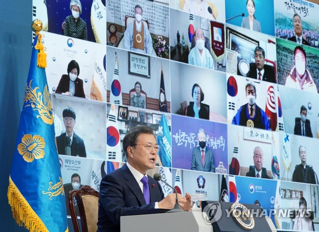 1月7日上午,在青瓦台主楼,文在寅在新年团拜会上发言。 韩联社