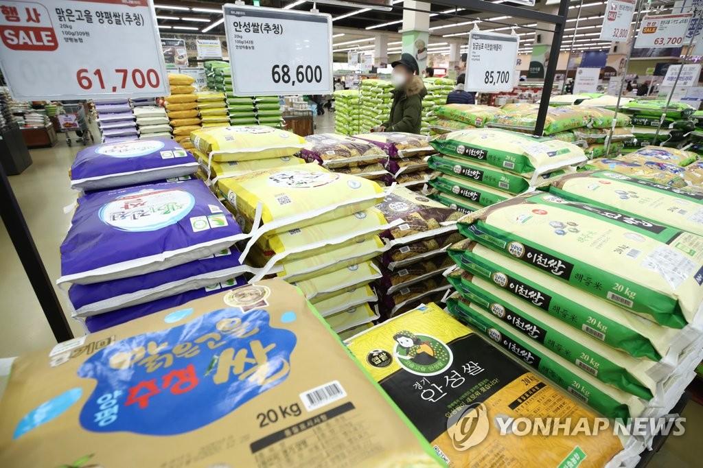 资料图片:首尔一超市的大米专区 韩联社