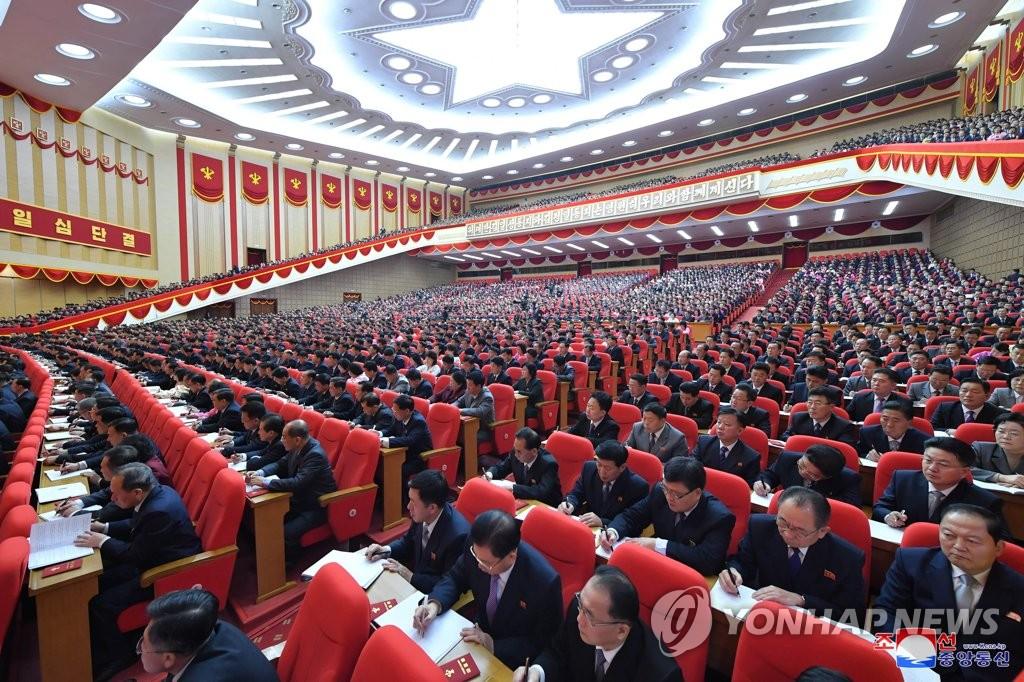资料图片:据朝中社1月13日报道,朝鲜劳动党第八次全国代表大会于12日闭幕。图为大会会场。 韩联社/朝中社(图片仅限韩国国内使用,严禁转载复制)