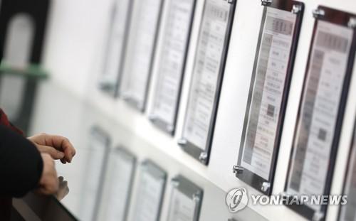 简讯:韩1月就业人口同比减98.2万人 失业率5.7%