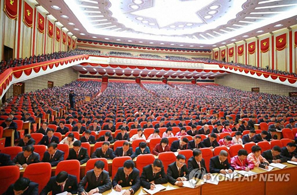 朝鲜《劳动新闻》1月14日报道,朝鲜劳动党第八次全国代表大会与会者13日在平壤举行讲座。 韩联社/《劳动新闻》官网截图(图片仅限韩国国内使用,严禁转载复制)