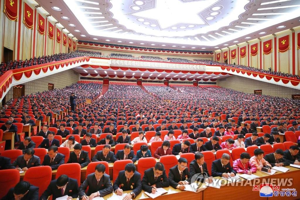 劳动党八大与会者听讲座