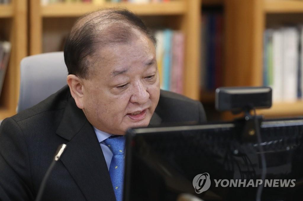1月17日,韩国新任驻日大使姜昌一以视频连线的形式召开记者会。 韩联社
